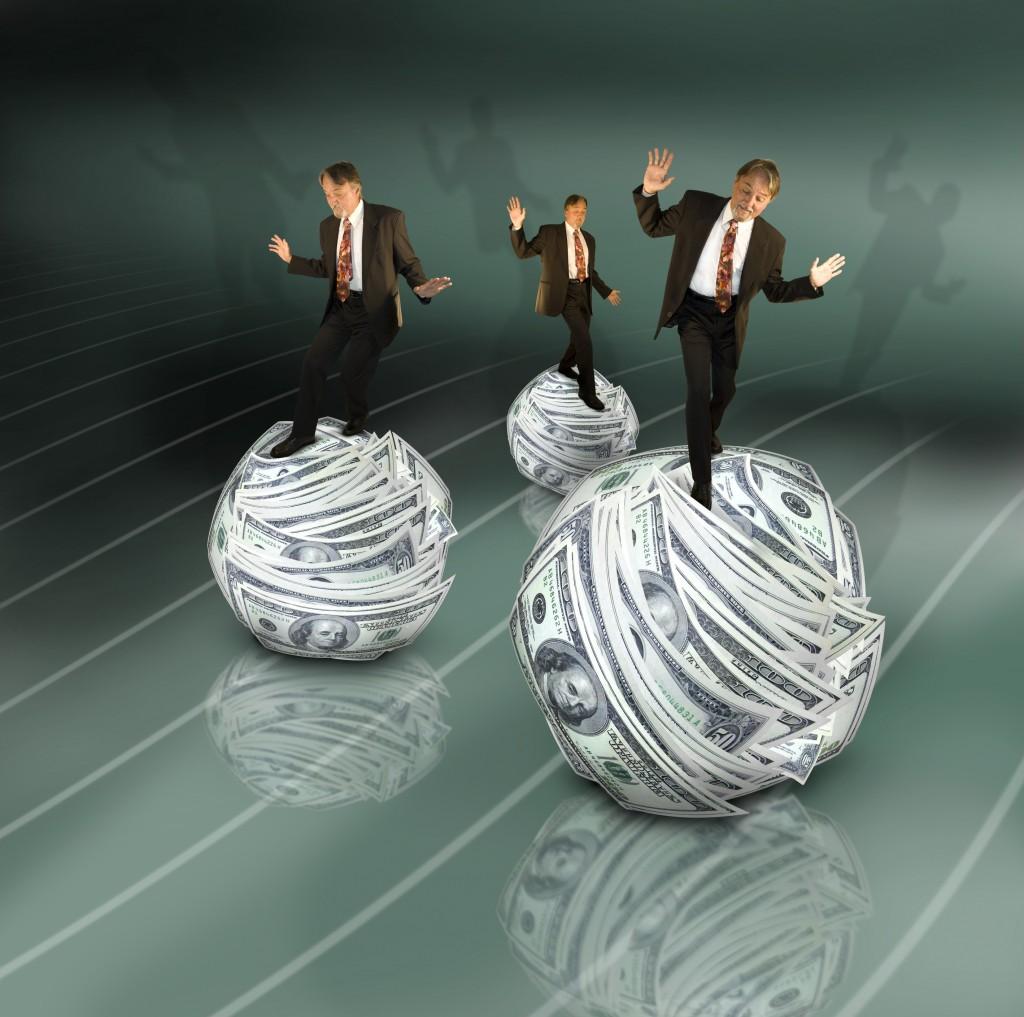 business-men-ruller-paa-penge